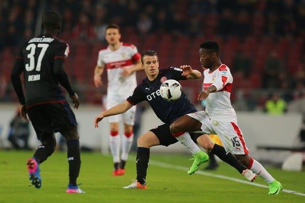 Bukmacherzy bez depozytu typują mecz Stuttgart – Düsseldorf